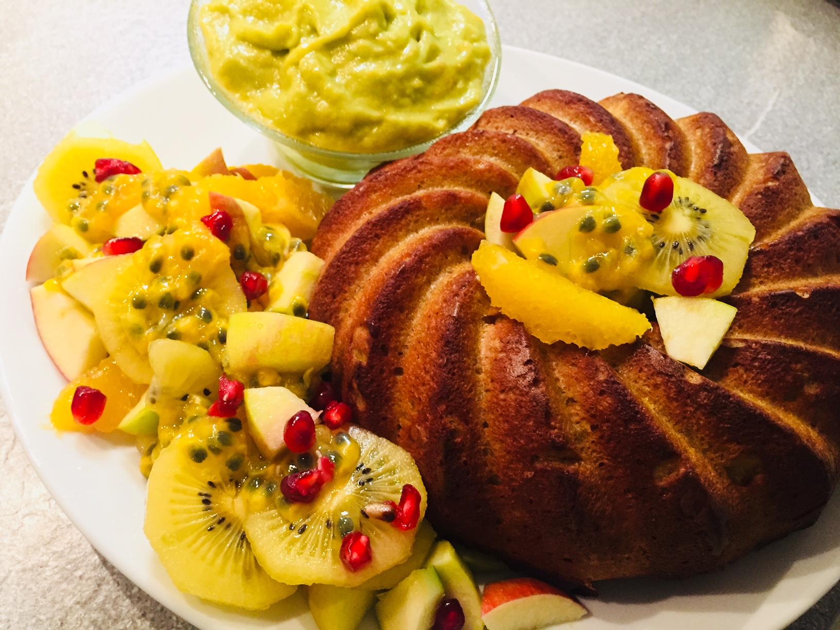 Kürbis-Gugelhupf mit Früchten